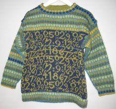 """""""Tælle til en...""""Størrelse 4, 6 og 8 år og størrelse 10 og 12 årPris 485,- kr. og 625,- kr.  """"Tælle til en..."""" blev designet noget efter """"ABC..."""" trøjen. En matematiklærer mente at der var tale om diskrimination når der kun var en trøje med bogstaver. Og det kunne jeg jo ikke ha' siddende på mig, og så kom denne trøje til live.    Og dette er helt klart en trøje du kan regne med!"""