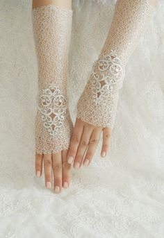 If you want to go for something more extravagant. 50s Wedding, Gothic Wedding, Ivory Wedding, Gypsy Wedding, Wedding Stuff, Lace Cuffs, Lace Gloves, Fingerless Gloves, Bridal Cuff