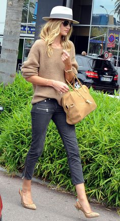 Rosie Huntington-Whiteley - slouchy sweater and skinnies
