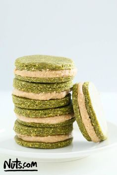 Pistachio cookies with cream filling - Raw, gluten free and vegan. This are perfect for St. A healthier take on a cookie. You can also freeze these and have on the go. A boost of energy for sure. Raw Vegan Desserts, Raw Vegan Recipes, Vegan Treats, Vegan Snacks, Cookies Vegan, Vegan Raw, Delicious Recipes, Vegan Cupcakes, Delicious Cookies