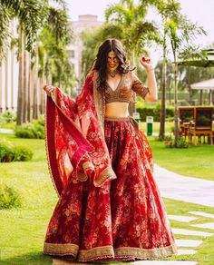 We're Heart-eyes for this Bride who Bloomed in a Raspberry Red Floral Lehenga – Wedding Decor Mehendi Outfits, Indian Bridal Outfits, Indian Designer Outfits, Indian Wedding Clothes, Designer Dresses, Indian Lehenga, Red Lehenga, Anarkali, Shaadi Lehenga