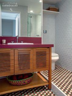 100 banheiros publicados pela ARQUITETURA E CONSTRUÇÃO - Casa Laundry In Bathroom, Washroom, Corner Bathtub, Decoration, Room Inspiration, Loft, Woodworking, Interior Design, Home Decor
