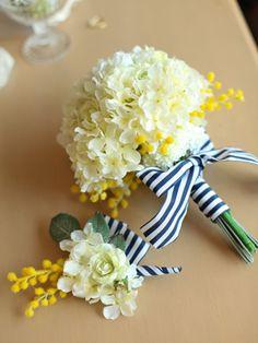 黄色系のお花とボーダーリボンのブーケ
