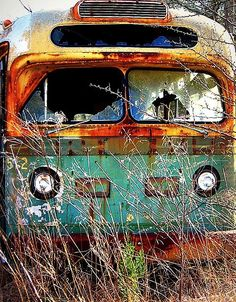 Abandoned Rusty Bus by scilit, . places where has on the things people abandoned. Abandoned Cars, Abandoned Places, Abandoned Vehicles, Abandoned Castles, Haunted Places, Abandoned Mansions, Pompe A Essence, Rust Never Sleeps, Rust In Peace
