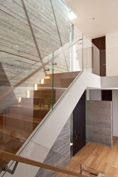 Modern Silicon Valley Home - modern - staircase - san francisco - Lencioni Construction - Love the use of glass for stair railing Glass Handrail, Glass Stairs, Glass Stair Railing, Stair Railing Design, Staircase Railings, Railing Ideas, Staircases, Banisters, Contemporary Stairs