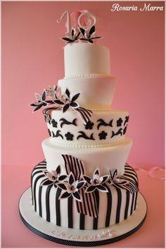 Torta compleanno 18 anni  #compleanno #festa #party #torta #Puglia  Visita il nostro sito pieno di tante creazioni a portata di click :D