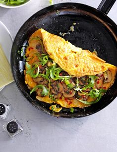 REBLOGGED - Chilli, cheese and garlic mushroom omelette