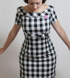 Vintage Sewing JuliaBobbin: Mad about Peggy Simple Dresses, Casual Dresses, Short Sleeve Dresses, Dresses With Sleeves, Dress Outfits, Fashion Outfits, Dress Tutorials, Vintage Inspired Dresses, Western Dresses