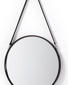 Se på noe vakkert, se på deg selv i et speil fra mirame.no 😊💕 Speil modell NAVY. www.mirame.no #speil #stue #soverom #gang #bad #innredning #møbler #norskehjem #mirame #pris #nettbutikk #interior #interiør #design #nordiskehjem #kunstpåveggen #butikk #oslo #norge #norsk #påveggen #bilde #speilbilde #navy #duerspesiell #duervakker