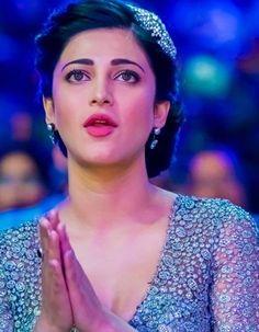 Shruti Hassan - Shruti Hassan Photos, Shruti Hassan Stills Actress Anushka, Bollywood Actress Hot, Beautiful Bollywood Actress, Beautiful Actresses, Indian Bollywood, Tamil Actress, Beautiful Girl Indian, Most Beautiful Indian Actress, South Actress