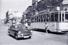 Porta do Sol, con tranvía e Seat 1500