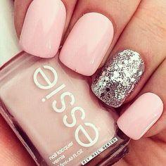 Light pink and sliver nails Sliver Nails, Pale Pink Nails, Light Pink Nails, Pink Glitter, Sparkle Nails, Sparkle Makeup, Pink Light, Diy Nails, Cute Nails