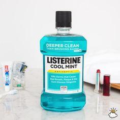Elle imbibe du cotton dans du Listerine et se frotte les aisselles avec, la…
