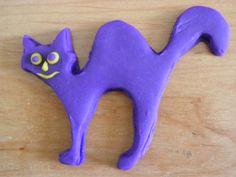 Spooked-Cat-COOKIE-CUTTER-Halloween-decorations Cat Cookies, Cake Decorating Tools, Cookie Cutters, Halloween Decorations, Cats, Gatos, Kitty Cats, Halloween Prop, Cat Breeds