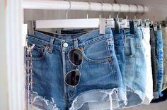 Grafika przez We Heart It #accessories #bedroom #closet #fashion #girl #jeans #short #style