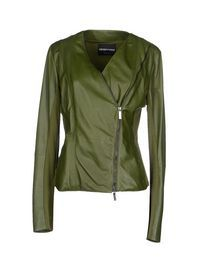 Giacca con zip laterale per snellire il busto.  Leather jacket With side zip to slim up the bust