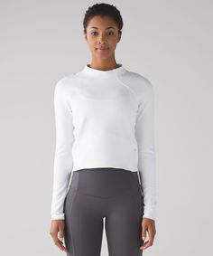 Head for the hills in this slim-fitting top, designed with a mock neck to provide added warmth. Made of buttery-soft and naturally breathable Rulu™ fabric, it wicks sweat so you don't feel overheated when you're braving the cold. We added reflective details for improved low-light visibility and a zippered pocket so you can keep your essentials close at hand. Ready, set, run!