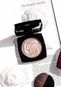 Chanel Camelia de Chanel Illuminating Powder