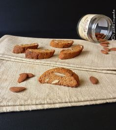 PIPARELLI (Siily) - Biscuits from the city of Messina with almonds, candied fruit and a mix of very aromatic spices such as cloves, cinnamon and nutmeg