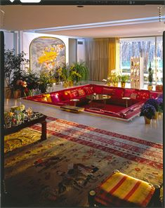 interior design 52 Balthazar Korab photos of The Miller House -- an exceptional legacy - Retro Renovation Miller House, Interior Architecture, Interior And Exterior, Interior Garden, Retro Interior Design, 1980s Interior, Nordic Interior, Apartment Interior, 70s Home Decor
