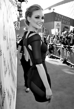 I have this photo in colour on my phone... LOOK AT THAT WAIST! I adore this whole look on Leighton