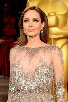 Angelina Jolie's stunning neutral makeup #Oscars