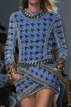 Auch das Designerlabel Balmain hat in seiner Frühling/Sommer Kollektion 2014 viel mit Ketten gearbeitet #chain #balmain