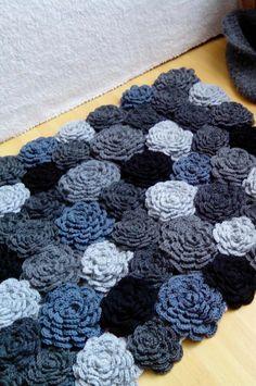 Anti Slip For Carpet Runners Info: 3080720851 Crochet Carpet, Crochet Quilt, Crochet Flower Patterns, Crochet Flowers, Crochet Stitches, Crochet Designs, Knit Crochet, Crochet Home Decor, Crochet Crafts