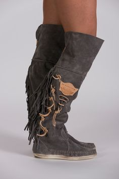 Surprisingly Cute High Heels Source by dsddog fashion winter Boots Boho, Boho Shoes, Cowgirl Boots, Fringe Boots, Fringe Moccasin Boots, Crazy Shoes, New Shoes, Me Too Shoes, Latest Shoes