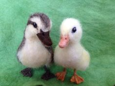 Turmeric made the yellow in both of these ducklings. Needle Felted Duckling brown and yellow by ClaudiaMarieFelt
