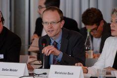 "DGAP-""Russlandexperte"" kritisiert russisches Forschungsinstitut ""Dialog der Zivilisationen"" - http://www.statusquo-news.de/dgap-russlandexperte-kritisiert-russisches-forschungsinstitut-dialog-der-zivilisationen/"