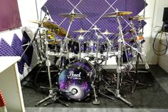 Pearl Drums - seems like an ordinary picture, right? But how often do you see…