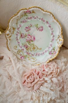 Jennelise: Flowers and Hearts Shabby Chic Blog, Vintage Shabby Chic, Vintage Tea, Shabby Chic Decor, Vintage Tableware, Vintage Dishes, Antique China, Vintage China, Coming Up Roses