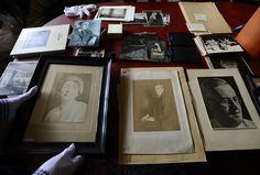 Jako by si Karel Čapek jen odskočil koupit noviny Jena, Frame, A Frame, Frames, Hoop, Picture Frames