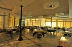 La raffinata atmosfera del ristorante del Grand Hotel. www.grandhotelalassio.it