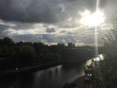 Donkere wolken boven het Entrepotdok, mei 2015.