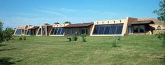earth sheltered house Earth Sheltered Homes, Sheltered Housing, Green Building, Building A House, Building Ideas, Passive Solar Homes, Passive House, Earthship Home, Underground Homes