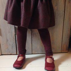 Bordeauxrood rokje verkrijgbaar in maten 86 t/m 152 - info@combineerhet.com #najaarscollectie #ootd #combineerhet #kidsfashion