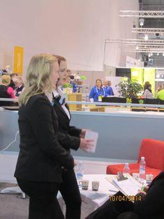 Matkapaketin esittäminen. Nina Silvo ja Sara Hietala Etelä-Kymenlaakson ammattiopistosta.