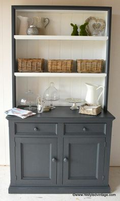 White and graphite chalk paint. Great contrast!