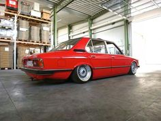 BMW E12 5 series red slammed
