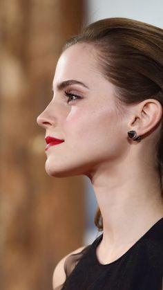 Emma Watson (side pose)
