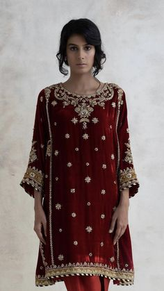 34 trendy ideas for sabyasachi bridal neckline Velvet Pakistani Dress, Pakistani Formal Dresses, Pakistani Wedding Outfits, Pakistani Dress Design, Bridal Outfits, Indian Dresses, Indian Outfits, Wedding Dresses For Girls, Party Wear Dresses