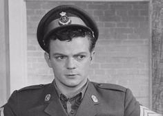 som Ras menig 613, i Soldaterkammerater rykker ud fra 1959.