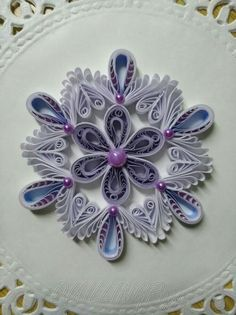 Quilling Images, Quilling Videos, Paper Quilling For Beginners, Arte Quilling, Paper Quilling Tutorial, Paper Quilling Jewelry, Origami And Quilling, Paper Quilling Patterns, Quilled Paper Art
