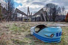 Abandoned amusement park, Dunaújváros, Hungary. < Haunted and mysterious abandoned amusement parks on Earth