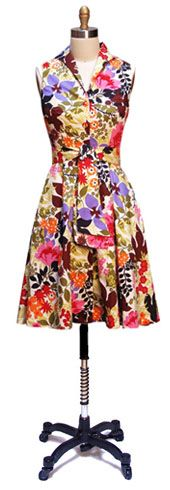The full skirt and once-piece collar here are fun, especially with this great floral