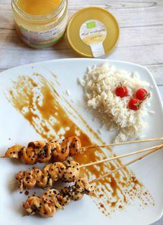 Receta de brochetas de pollo a la miel. Aprende a preparar un suculento plato en muy pocos minutos. Ideal para cualquier momento...