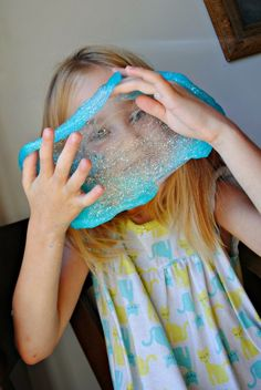 Make slime yourself – quick and easy recipes for heath fun - Kinderspiele Creative Activities For Kids, Creative Kids, Frozen Slime, Party Fotos, Fun Crafts, Crafts For Kids, Homemade Slime, How To Make Slime, Slime Recipe