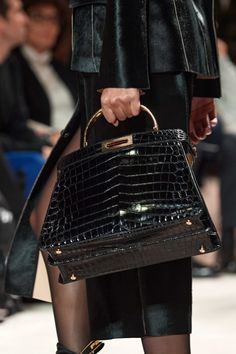 Fendi Fall 2020 Ready-to-Wear Fashion Show - Vogue Fashion 2020, Fashion Show, Mens Fashion, Fashion Trends, Fendi, Autumn Winter Fashion, Fall Winter, Edgy Shoes, Biker